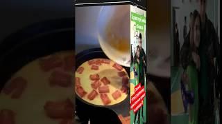 Ирина Агибалова готовит завтрак))))