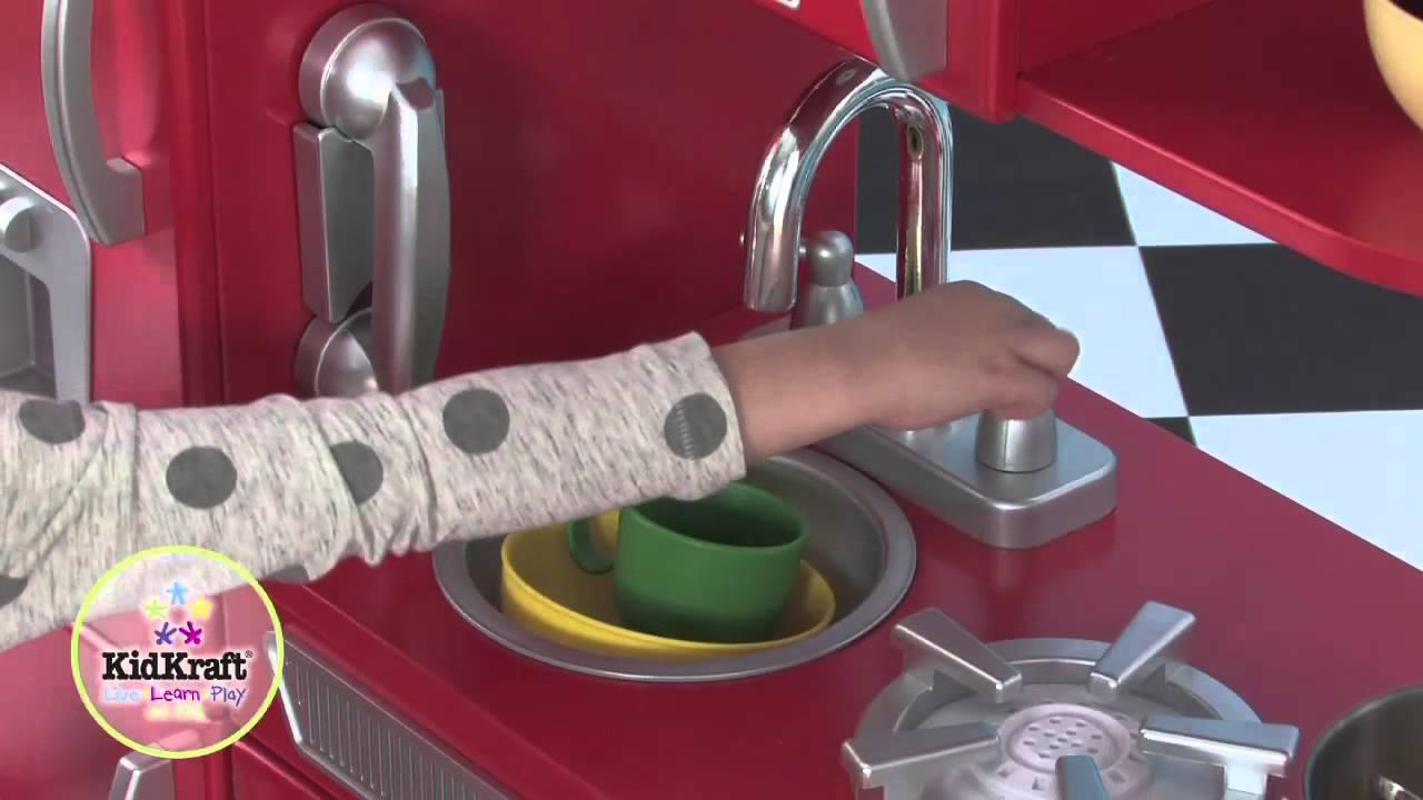 Cuisine pour enfant vintage rouge en bois kidkraft youtube for Kidkraft cuisine retro
