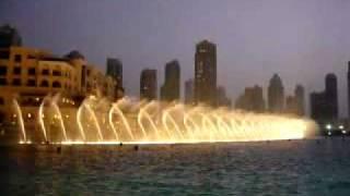 النافورة الراقصة في دبي مول Fountain dancer in Dubai