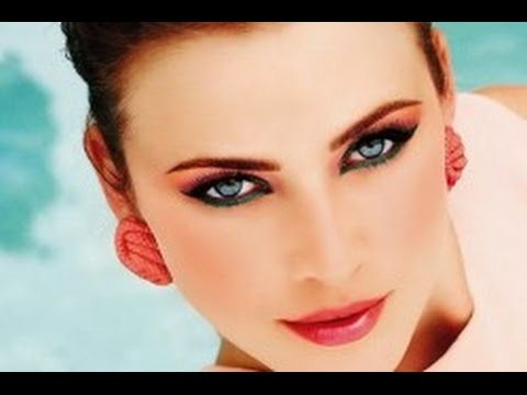 макияж под коралловое платье для зеленых глаз фото