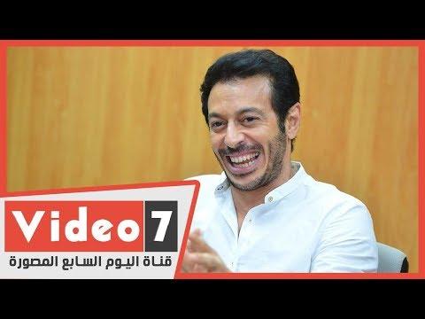 جمهور الفنان مصطفى شعبان يستقبله بالزغاريد فى معرض الكتاب  - 18:00-2020 / 1 / 23