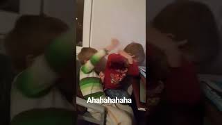 YUMRUK YUMRUĞA İKİZ KAVGASI Video