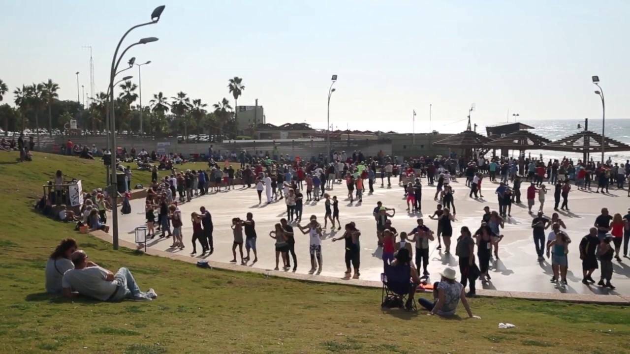 الرقص الشعبي على شاطئ حيفا – بحبك إسرائيل