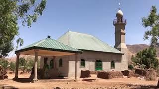 Kamerun da 4 kilisenin arasına yapılan cami 🕌
