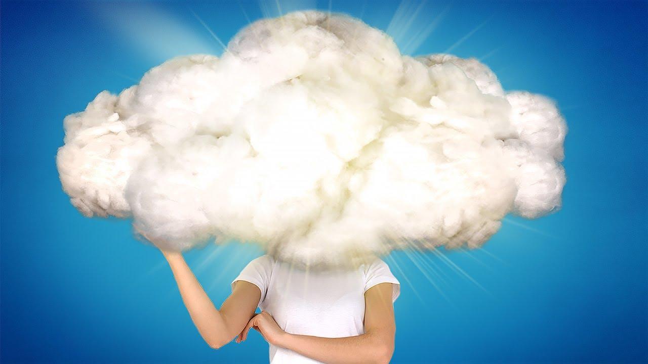 Una nube mágica de lana, algodón y alambre que te da luz