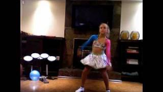 7 year old dancing for Justin Bieber!