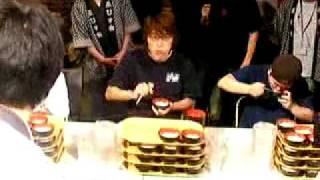 大阪に見に行った大食い大会の模様です。 ジャイアント白田さんが箸を使...