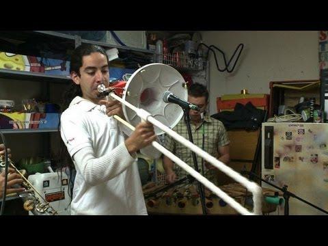 Colombie des instruments recycl s pour faire de la for Construire un studio de musique