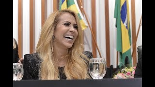 Baixar Reportagem - Sessão de entrega de título de cidadã goiana a Joelma da Silva Mendes