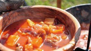 ジブリアニメの『ゲド戦記』に出てくるミネストローネスープと 黒パンにエメンタールチーズと紫玉ねぎを乗せたオープンサンドを作ってみまし...