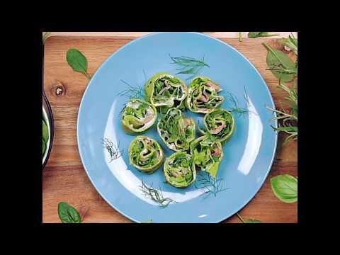 Naleśniki szpinakowe z serkiem, zieleniną i wędzonym łososiem