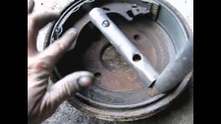 видео Замена задних тормозных колодок ВАЗ 2109 своими руками
