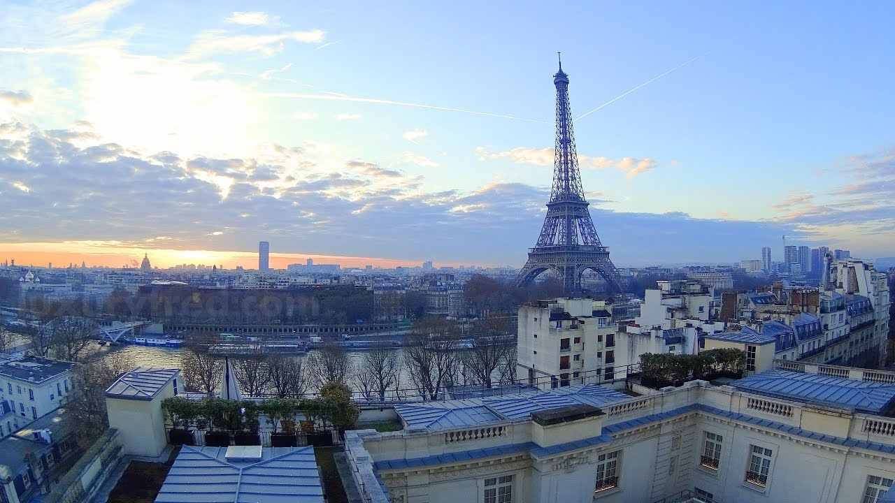 Amazing eiffel tower view room tour shangri la paris for Terrace eiffel tower view room shangri la