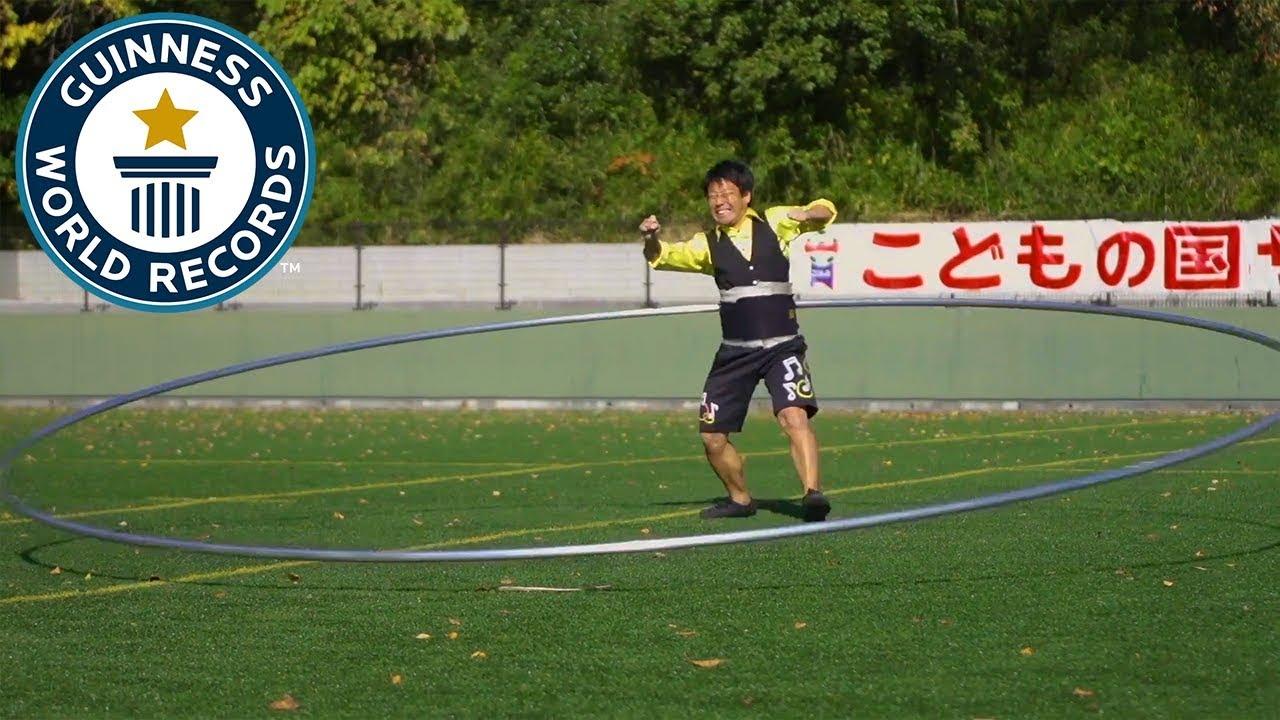За Гинисов рекорд: Јапонец врти огромен хулахоп