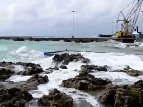 George Town Harbour, Grand Cayman (Cayman Islands) during hurricane Irma  - 2017-09-09 at 15-48-48