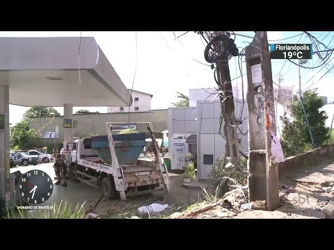 Acidente de caminhão deixa dois mortos em Salvador | SBT Brasil (17/07/18)
