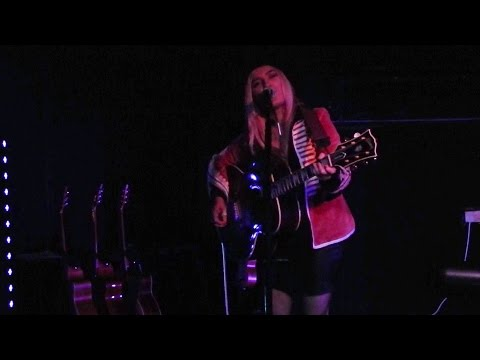 Carly Connor live @ Songwriters Club #1 : Who's Gonna Love You ?