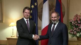 Վարչապետը տոնի առթիվ շնորհավորել է եւ այցելել ՀՀ-ում Ֆրանսիայի դեսպանատուն