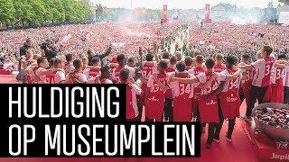 De volledige huldiging van landskampioen Ajax op het Museumplein