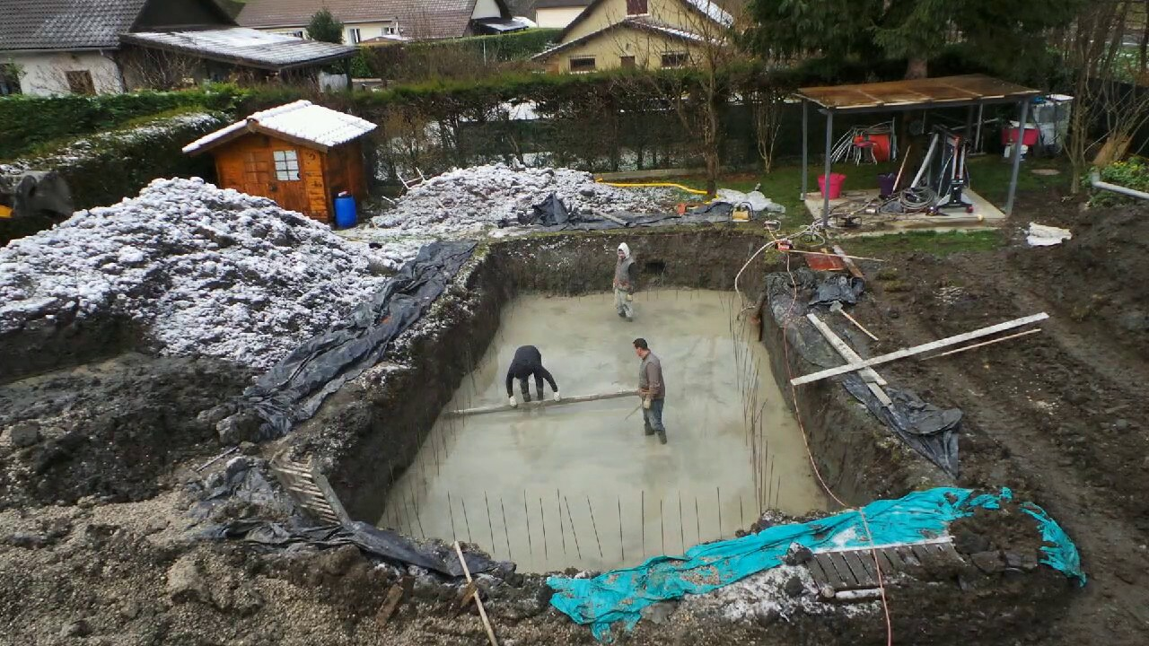 Damota maconnerie btp construction piscine dalle beton for Construction piscine beton
