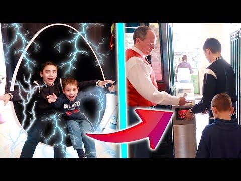 MAMAN NE SAURA JAMAIS NOTRE SECRET ! - Kids pretend play with the teleport machine