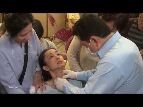 Lương Y Võ Hoàng Yên (trị bệnh bướu cổ) tại Chùa Việt Nam, Houston,Texas, USA .