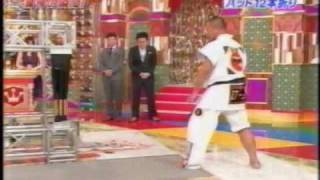 Repeat youtube video バット12本折り・空手家長谷和徳