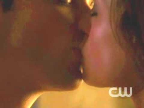 Lois & Clark Kissing Scene From 9x08 Idol (Brightened, Zoomed, And Slowed)