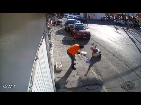 Camión jala un cable y engancha a una niña en calles de Puebla, Aparecen imitad... Noticias Mexico