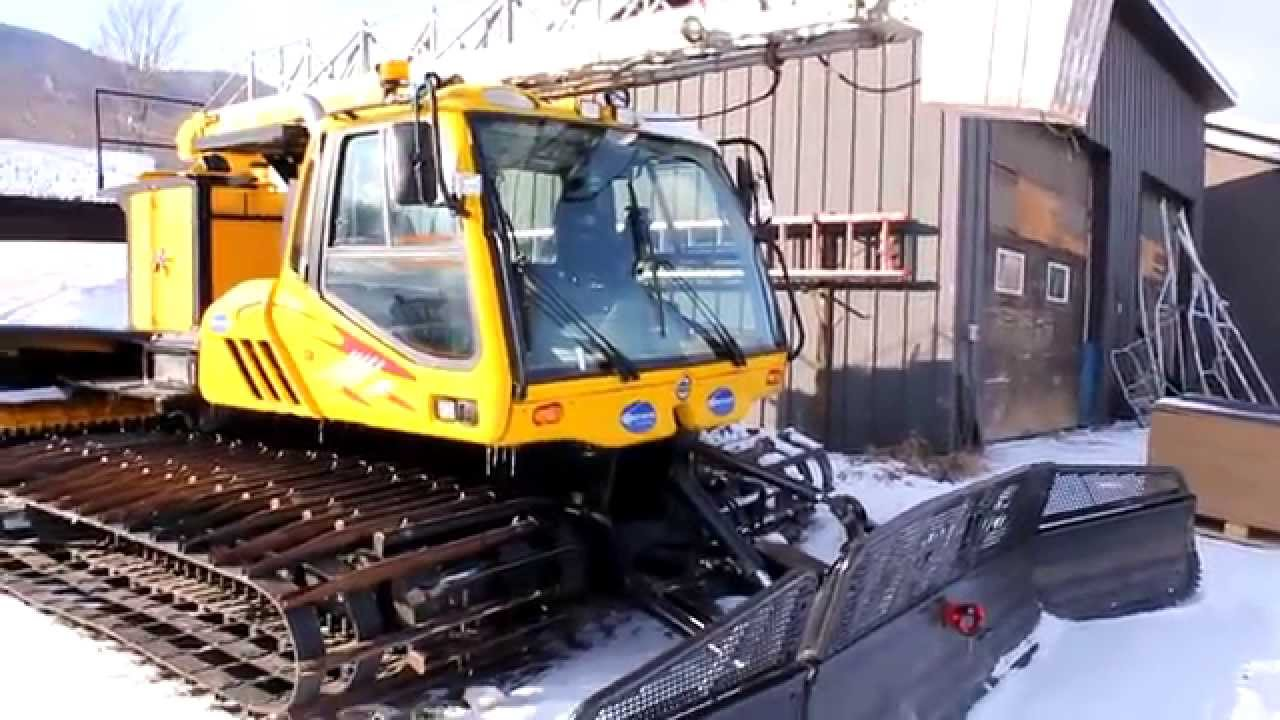 br2000 close look bombardier snow groomer youtube rh youtube com Bombardier Tracked Vehicle Bombardier Snow Vehicles