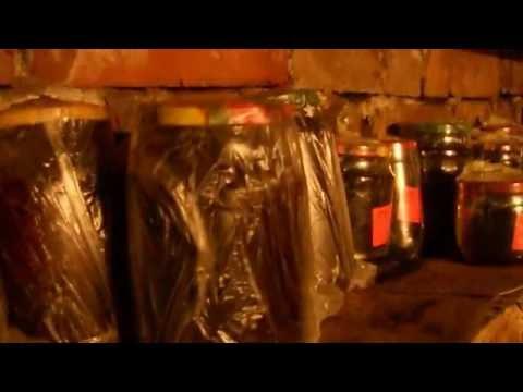 Как хранить банки с солениями в подвале гаража