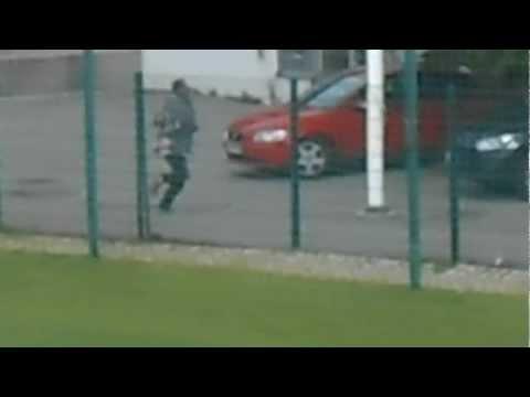 Fuite d'un voleur lors d'un match de foot a Helsinki