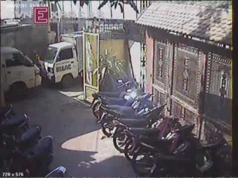 www.minht.net- Trộm Honda Airblade trong sân công ty - Trom Honda Airblade trong san cong ty.flv
