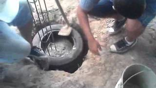 Fundação ou sapata para muro ou casa com a utilização de pneus,que foram descartados..