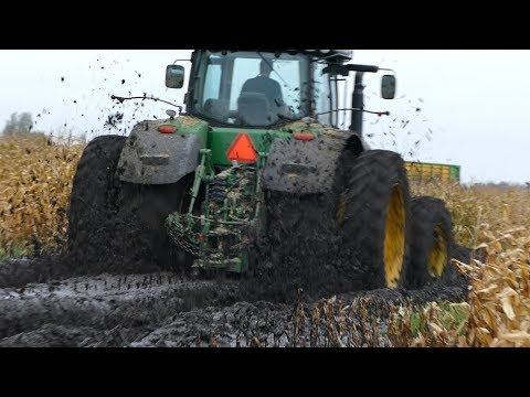 John Deere 8370R Diving in To The Mudhole During Maize Season | Häckseln | DK Agriculture
