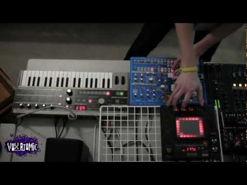 Deadmau5 - Ghosts N Stuff LIVE Synth Cover (Vox Atomic)