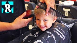 ВЛОГ Рома боится СТРИЧЬ Волосы Парикмахерская для Мальчиков в США Видео для детей Vlog for children