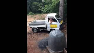 Amazing Japanese Minitruck dump