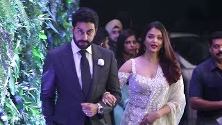 Video Aishwarya Rai Abhishek Bachchan Grand Entry At Mickey Contractor Party download MP3, 3GP, MP4, WEBM, AVI, FLV Maret 2018