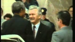 Nelson Mandela sells out Black Australia in 1990