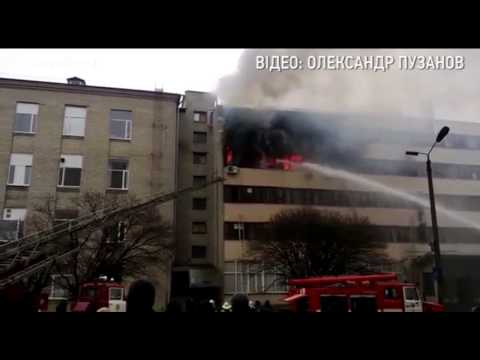 Ужасный пожар в Харькове. Люди спасались прыгая из окон. 18+