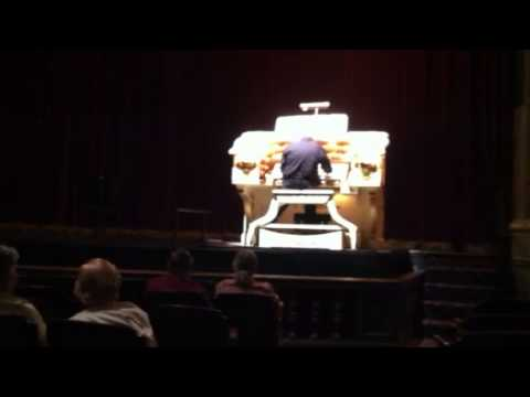 """Raiders of the Lost Ark"" Theme on Theater Organ"