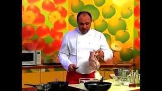 Тушеная курица в помидорно-луковом соусе рецепт от шеф-повара / Илья Лазерсон / кавказская кухня