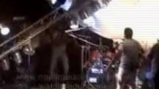 LUCES DE ESCENARIO CAEN SOBRE CANTANTE DE BANDA XXI EN CORDOBA!!