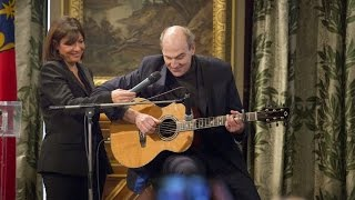 "James Taylor chante ""Youve got a friend""  à l"
