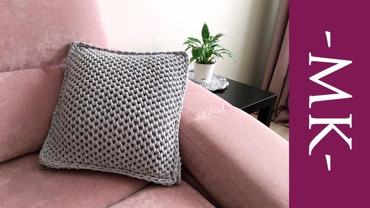 подушка из трикотажной пряжи