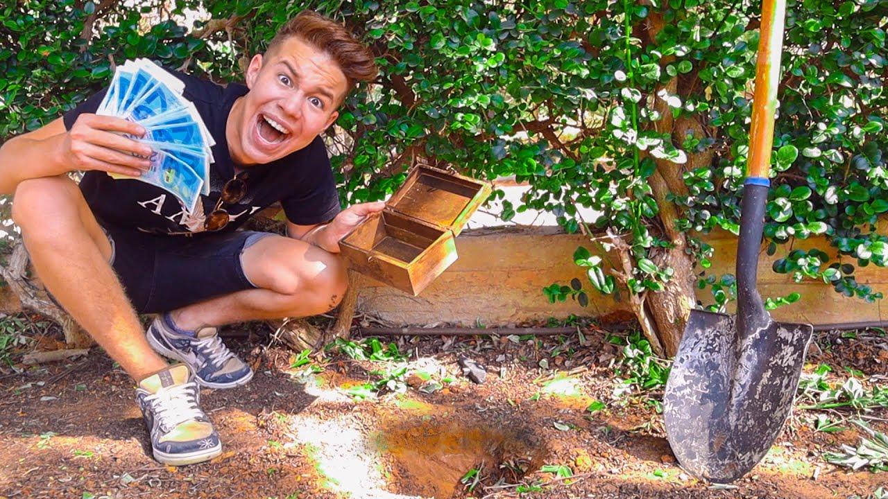 """מצאתי 100,000 ש""""ח בחצר האחורית של הבית שלי!!! (מתיחה)"""