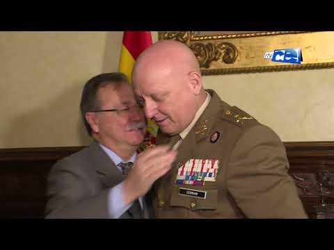 Juan Vivas ha recibido al comandante general de Ceuta, Luis Cebrián