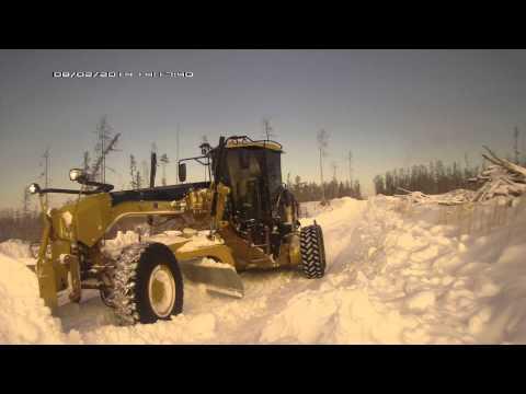 САТ140М чистит снег