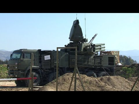 Российские средства противовоздушной обороны в Сирии отразили атаку беспилотников на авиабазу.